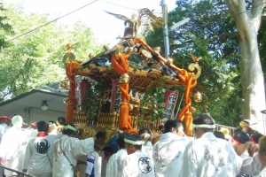 青木神社の神輿と笠青睦會